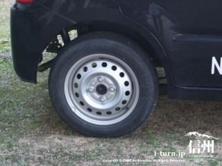 タイヤは夏用タイヤ、ホイールはド鉄