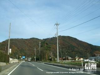 山が紅葉しはじめた安曇野の某地区