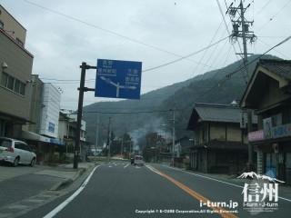 旧国鉄篠ノ井線廃線敷 木戸の交差点を右折