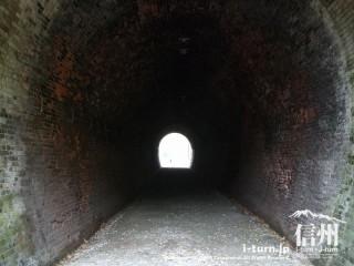 旧国鉄篠ノ井線廃線敷 漆久保トンネル内