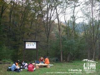 旧国鉄篠ノ井線廃線敷 けやきの森で休憩