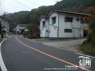 旧国鉄篠ノ井線廃線敷 三五山トンネル付近の国道