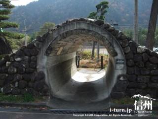 「木レンガ」トンネルを復元したもの