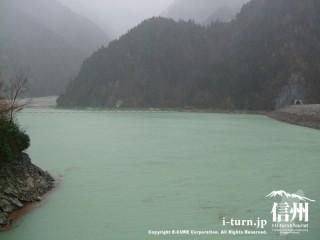台風18号の影響で濁ってしまったダムの水