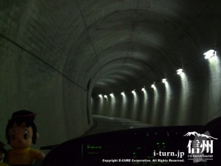 発電所へと続くトンネル
