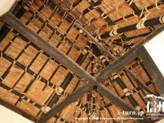 火を使った部屋の天井はむき出し