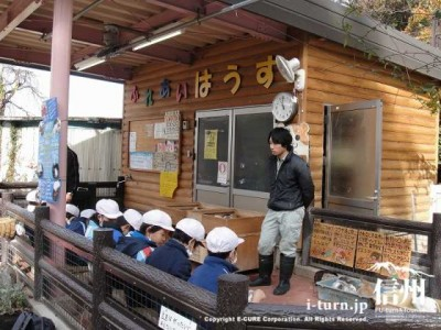 須坂市動物園のふれあいはうす
