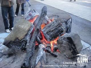豪快な焚き火