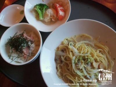 ねぎトロご飯とボンゴレスープスパゲッティ