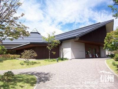 軽井沢大賀ホール 全景(夏)