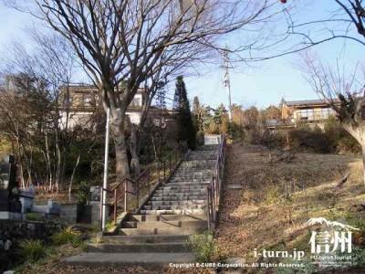 放光寺への石の階段