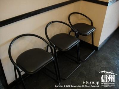 待合の椅子