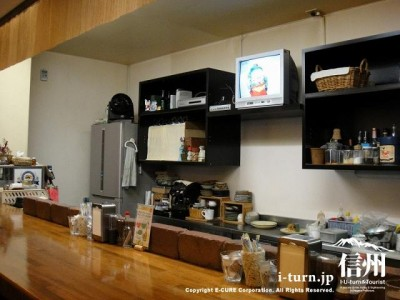 カウンターと厨房