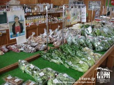 地元で生産された野菜があります