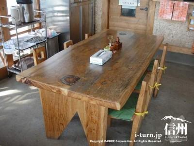 こんなテーブル席になってます