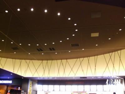 ホワイエの天井