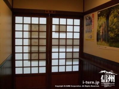 休憩室の戸