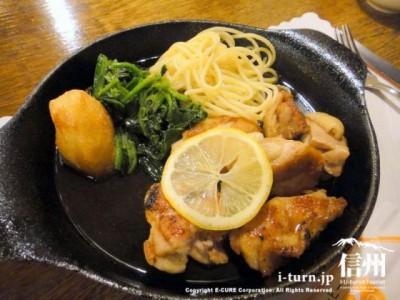 くるる定食(チキンソティ)