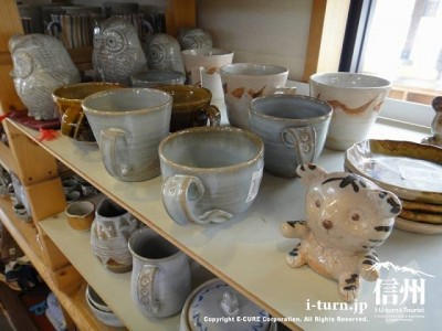 手づくりの陶器を売りだし中