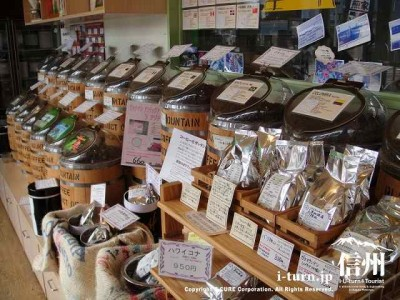 店内は沢山の種類の珈琲豆