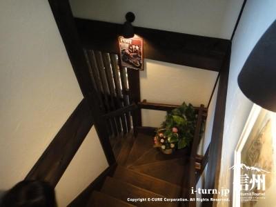 2階へのぼる階段