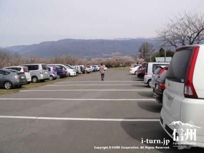 駐車場は満車に近い