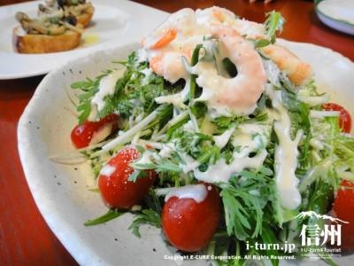 小エビと水菜、春菊のシーザーサラダ