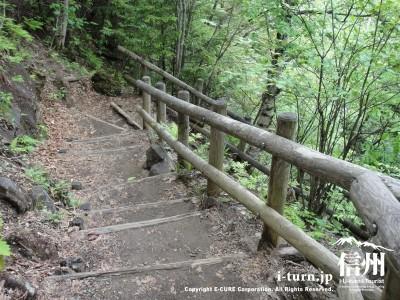 滝方面下り階段