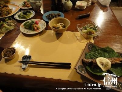夕食は山菜など山のもの
