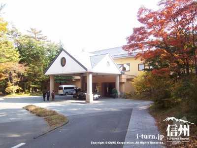 ホテル全景(紅葉)