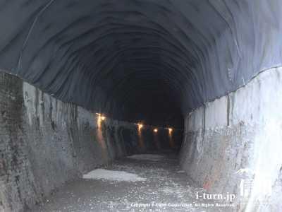点灯後のトンネル