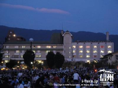 諏訪湖花火大会時の諏訪湖ホテル