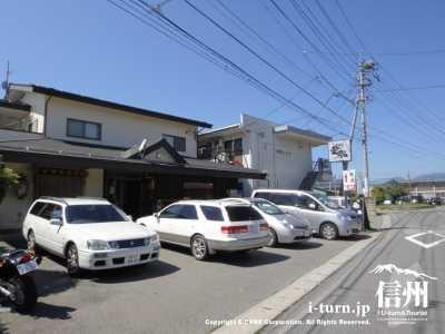 麺匠文蔵の店前の道路