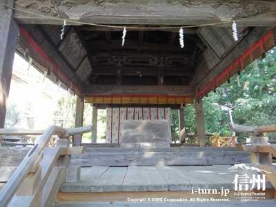 神楽殿の内部