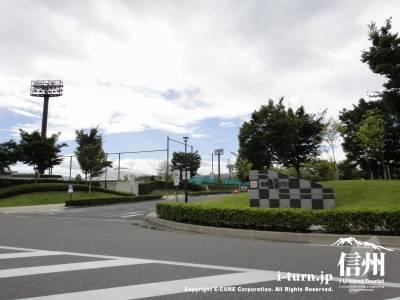 南長野運動公園の駐車場入口