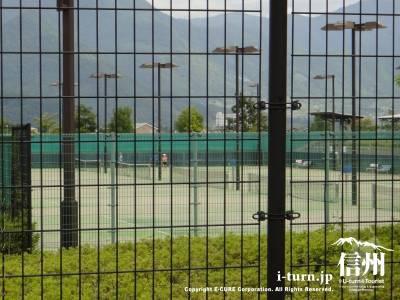 テニスコートの内部