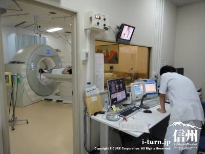 X線CT装置の器械でも検査中