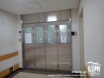 手術室前の扉
