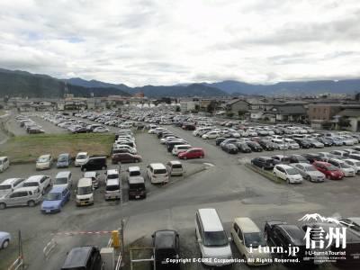 職員駐車場