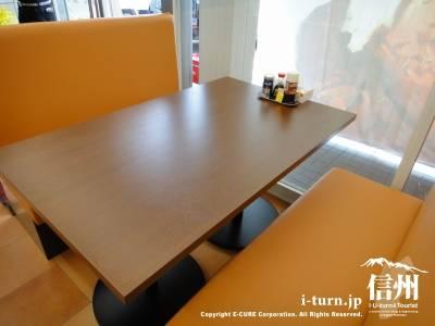 ボックステーブル席