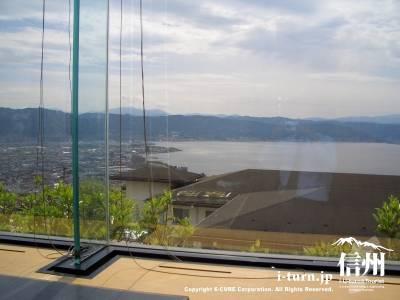 店内からの景色上諏訪と諏訪湖