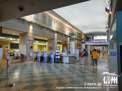 長野市民病院のエントランスホール