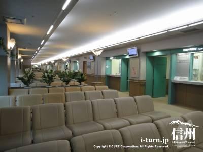 長野市民病院の外来待合席