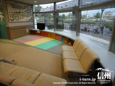 長野市民病院の小児科前の遊び場