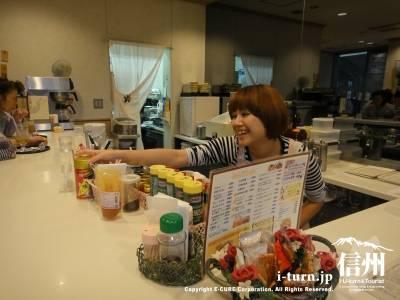 長野市民病院のコーヒーショップMainDishのカウンター席