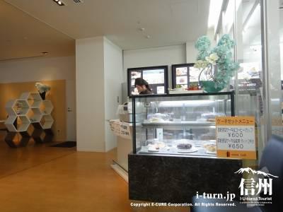 長野市民病院にある院内レストランの入口のショーケース