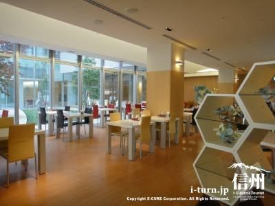 長野市民病院にある院内レストランの店内風景