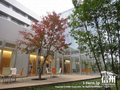 長野市民病院にある院内レストランのオープンテラス席