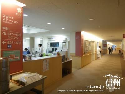 長野市民病院の病棟のスタッフステーション前