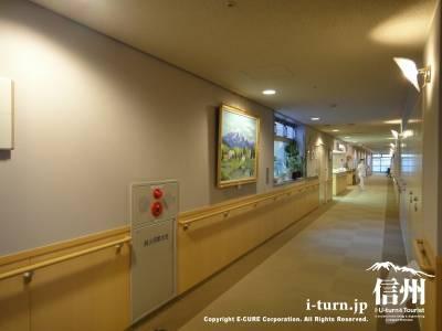 長野市民病院の病棟廊下